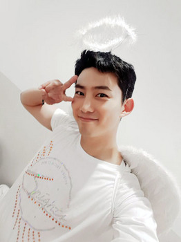 TAECYEON_angel.jpg
